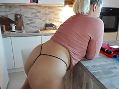 #1 blonde chubby with big ass putting on a show